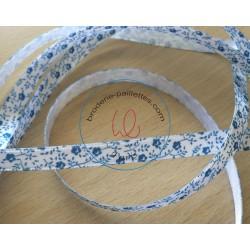 joli ruban satin blanc motif floral bleu